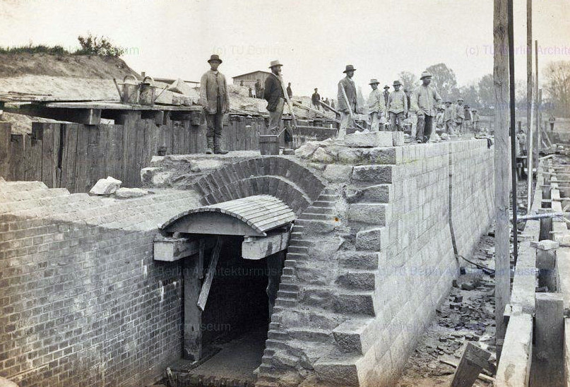 Return channel of the lock, construction.