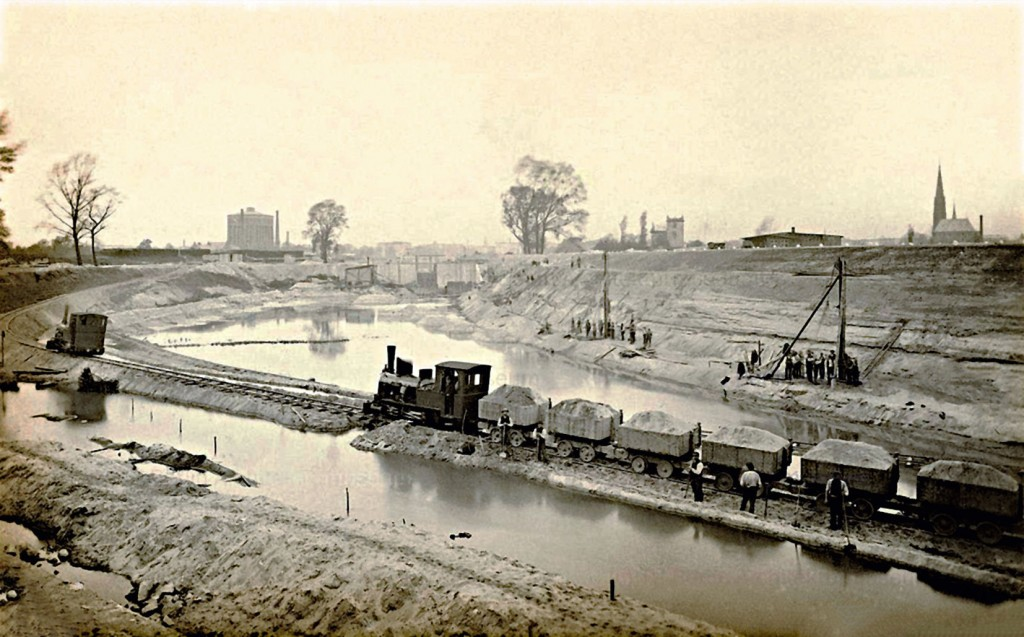 Works on the construction of the lock.