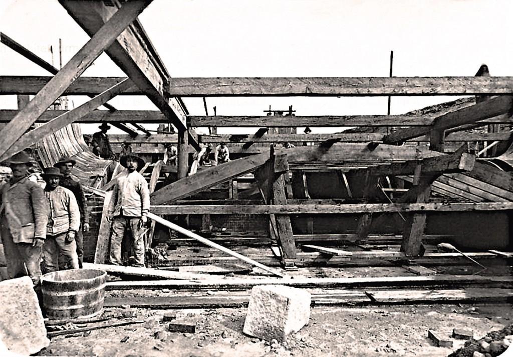 Robotnicy przy budowie Śluzy Miejskiej
