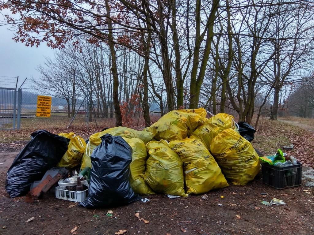 Dzielna Joanna Nawrot zebrała na cyplu te śmieci! Szacun i podziw!!!!