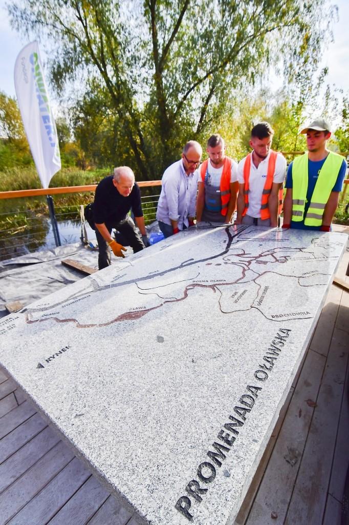 Pomnik rzeki Oława - Promenada Oławska Fundacja OnWater.pl foto. Michał Strokowski